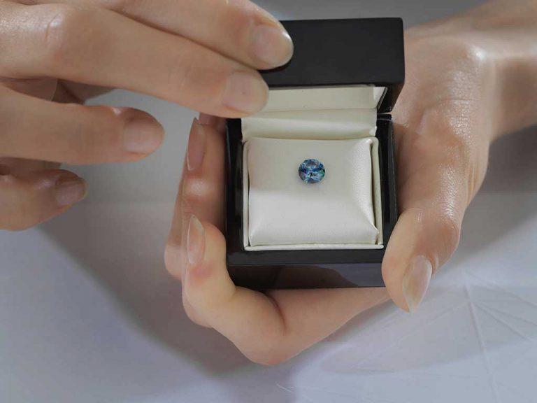 1 carat round cremation diamond / ash diamond from Algordanza