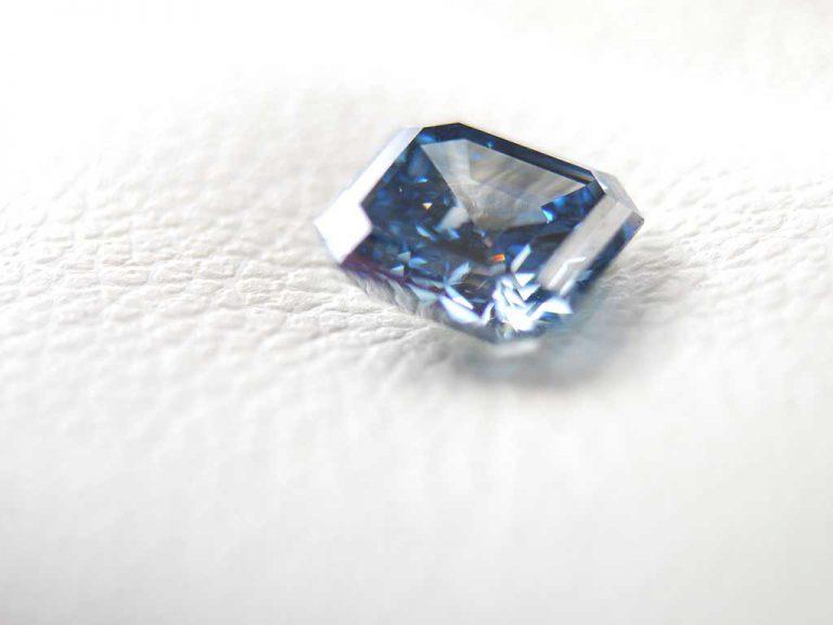 1 carat asscher cut ash diamond / memorial diamond from Algordanza