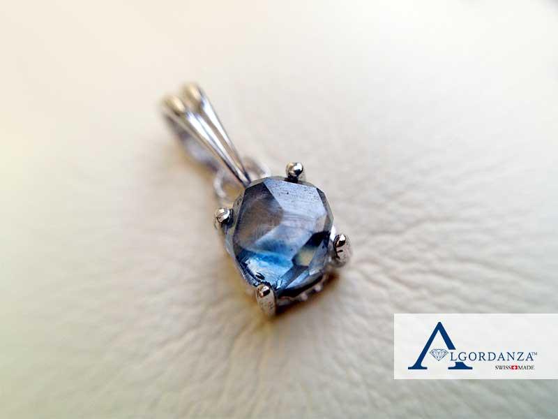 Ash Diamond in Pendant Algordanza UK