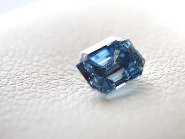 close up 1 carat cremation diamond / ash diamond Algordanza