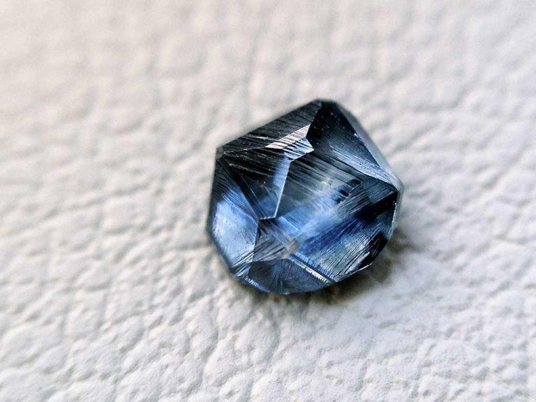 rough (uncut) ash diamond / memorial diamond Algordanza